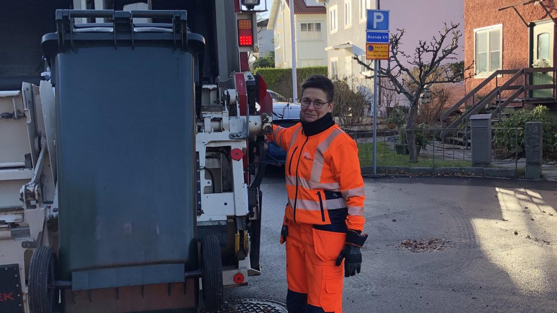 Ann-Sofie Hermansson durante su jornada laboral conduciendo un camión de la basura